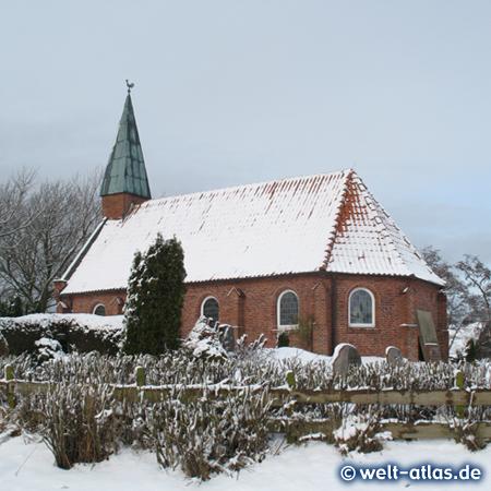 Winter an der Kirche in St. Peter-Ording-Dorf