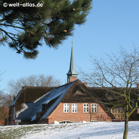 Kirchturm in St. Peter-Ording, im Dorf