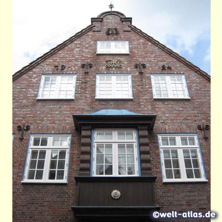 Schöne Backsteinfassade mit Erker in der Altstadt von Rendsburg