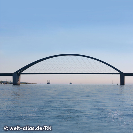 Straßen- und Eisenbahnbrücke über den Fehmarnsund zwischen der Insel Fehmarn und Großenbrode in Holstein,  Gesamtlänge der Brücke 963.00 m