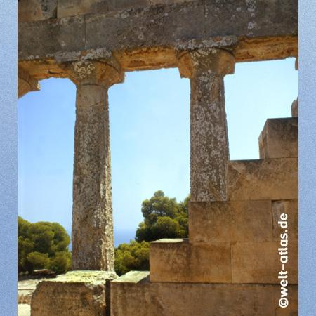 Aphaia Tempel auf Aegina, hoch über dem Saronischen Golf