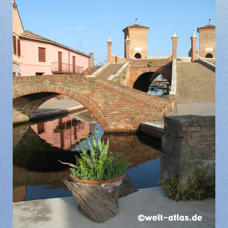 Comacchio, Trepponti Bridge, lagoon town, canals, Emilia-Romagna, Italy