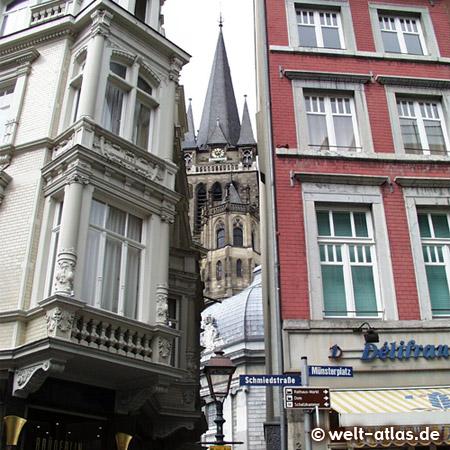 Aachen, Schmiedstr. Ecke Münsterplatz mit Durchblick zum Dom