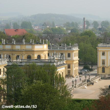 Blick von der Schönen Aussicht auf die Orangerie in Kassel
