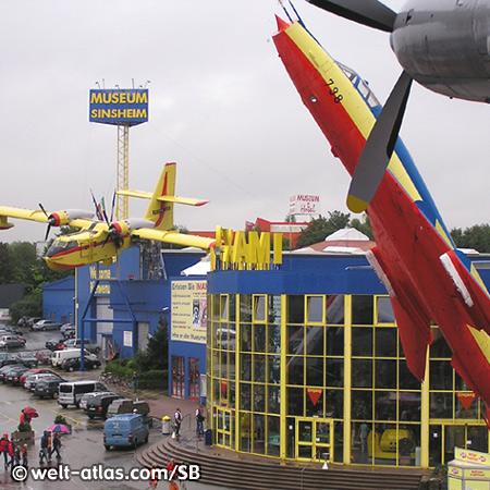 Die Rhein-Neckar-Arena liegt in Sichtweite zum Auto & Technik Museum Sinsheim, Löschflugzeug der Canadair
