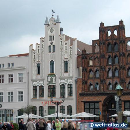 Schöne, sehenswerte alte Giebel am Markt in Wismar - 'Seestern' und 'Der Alte Schwede'