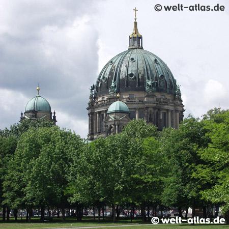 Kuppel des Berliner Doms auf der Spreeinsel