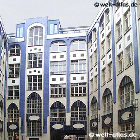 Die Hackeschen Höfe, eine der Hauptsehenswürdigkeiten Berlins; Jugendstil