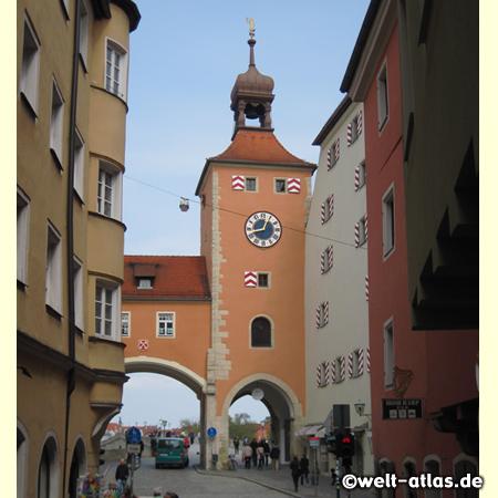 Der Regensburger Brückturm an der Steinernen Brücke über die Donau, Eingang zum Besucherzentrum UNESCO Welterbe Regensburg