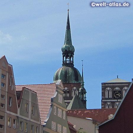 Stralsund, Turm der St.-Nikolai-Kirche am Alten Markt (Altstadt UNESCO-Weltkulturerbe)