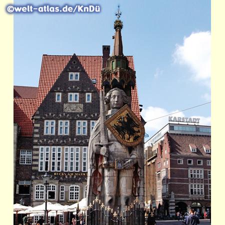 Die berühmte Rolandstatue vor dem Bremer Rathaus ist das Symbol für Freiheit und Marktrecht,  Wahrzeichen der Hansestadt und UNESCO-Weltkulturerbe