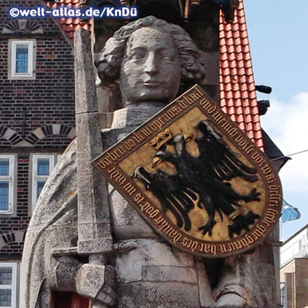 Der berühmte Bremer Roland vor dem Rathaus, Wahrzeichen der Hansestadt und UNESCO-Weltkulturerbe