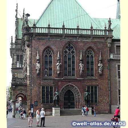 Bremer Rathaus, Ostportal mit Herolden