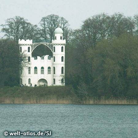 Schloss auf der Pfaueninsel im Wannsee, Weltkulturerbe der UNESCO