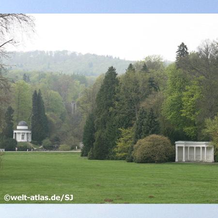 Bergpark Wilhelmshöhe, links der Apollo- oder Jussuwtempel - UNESCO-Weltkulturerbe seit Juni 2013