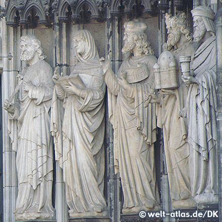 Portal des Kölner Doms, mit Statuen von Figuren des Alten Testaments