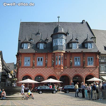 Historisches Gildehaus Kaiserworth (heute Hotel) auf dem Marktplatz von Goslar, die Altstadt von Goslar gehört zum UNESCO-Weltkulturerbe