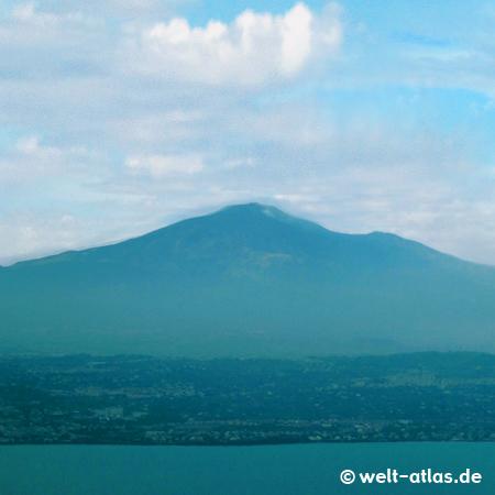 Blick auf den Ätna kurz vor der Landung in Catania,seit Juni 2013 in der Liste der UNESCO-Welterbestätten, höchster Vulkan in Europa