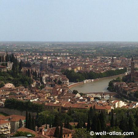 UNESCO-Welterbe Verona, Blick über die Dächer auf die Etsch