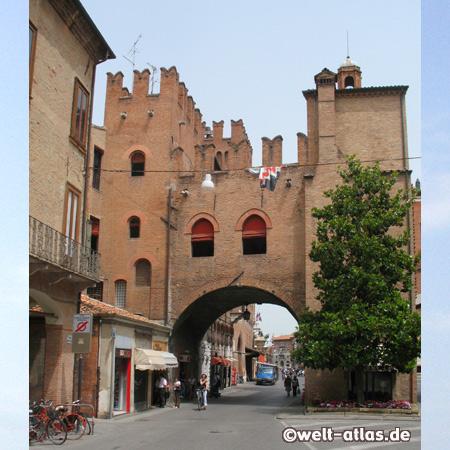 Ferrara, historisches Stadttor Porta Reno, Emilia-Romagna, Italien