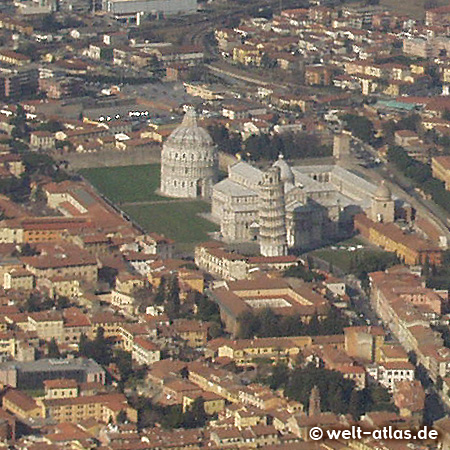 "Flug über Pisa, Toskana, ""Schiefer Turm"", Domplatz"