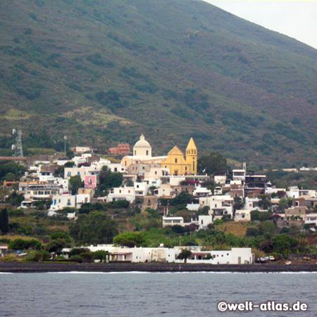 Der Hauptort San Vincenzo auf Stromboli