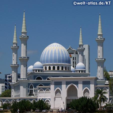 In Kuantan steht diese Moschee (State Mosque) Masjid Negeri, gebaut 1991