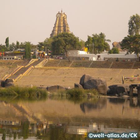 Virupaksha Tempel am Tungabhadra River, Haupttempel in Hampi, UNESCO-Weltkulturerbe