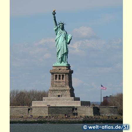 Die Freiheitsstatue auf Liberty Island im New Yorker Hafen, Weltkulturerbe der UNESCO seit 1984
