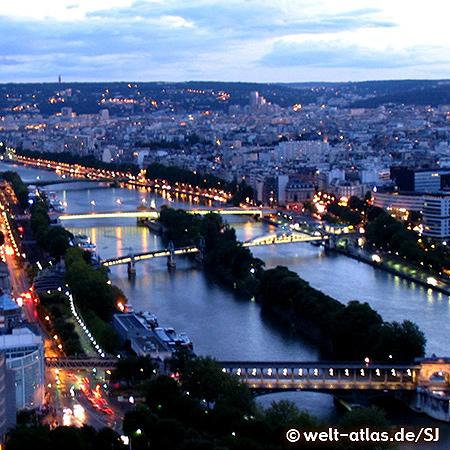 Die Ufer der Seine in Paris gehören zum UNESCO-Welterbe, hier die Seine bei Nacht