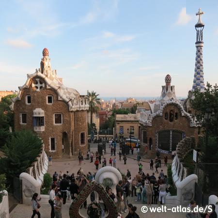 Pförtnerhäuschen am Eingang zum Park Güell, Architekt Antonio Gaudi, Barcelona, UNESCO Weltkulturerbe