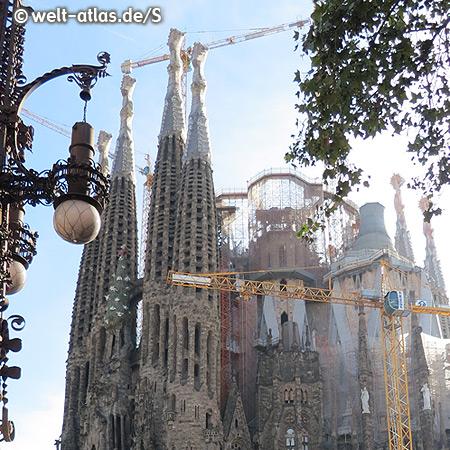 Wahrzeichen der Stadt und die bekannteste Kirche in Barcelona, die Basilika Sagrada Familia - Lebenswerk des berühmten Architekten Antoni Gaudí, UNESCO Weltkulturerbe
