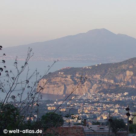 Piano di Sorrento mit Vesuv