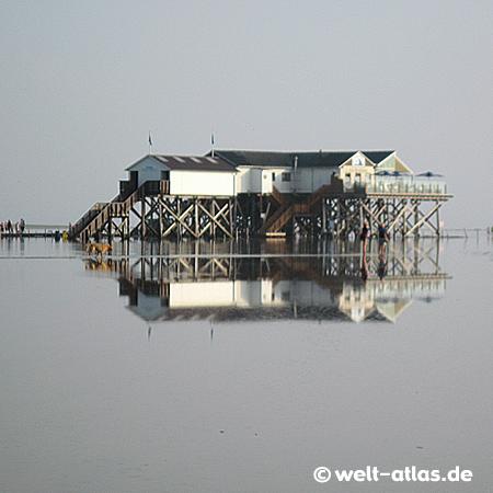Abend am Restaurantpfahlbau Seekiste am Böhler Strand - 2011 - die Pfahlbauten feiern 100-jährigen Geburtstag