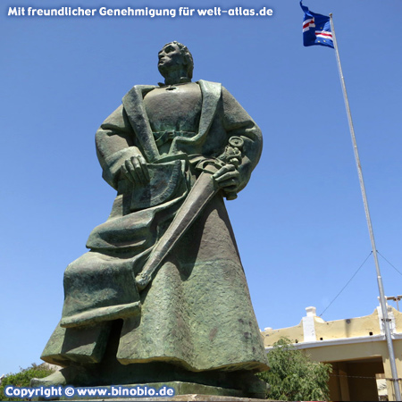 Statue des Diogo Gomes, portugiesischer Entdecker und Navigator, Praia, Santiago – Fotos: Reisebericht Kapverden, kapverden.binobio.de