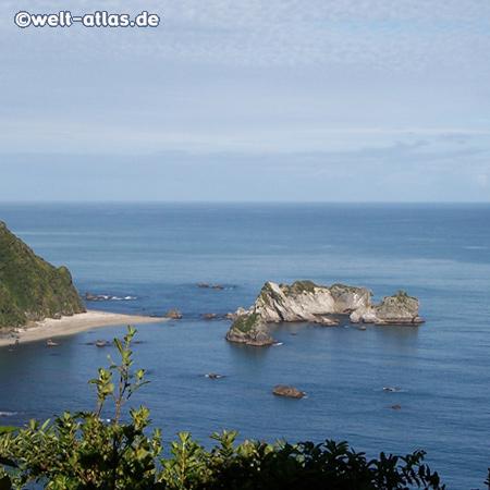Strand am Knights Point zwischen Haast und Lake Moeraki, Neuseeland.südlicher Pazifik, Tasmanische See