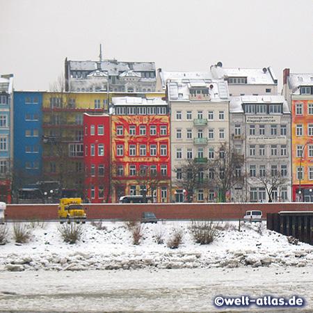 Bunte Häuser an der Hafenstraße, Hamburg-St. Pauli im Winter