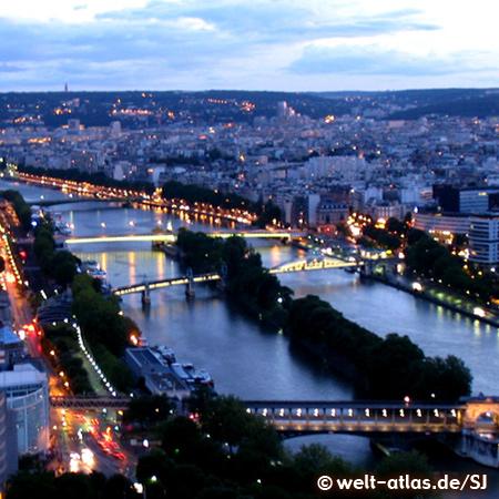 Lichter von Paris, bei Nacht an der Seine