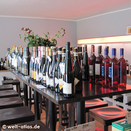 Herr Rossi is a wine trade and wine import (Italy), there are also good espresso and coffee