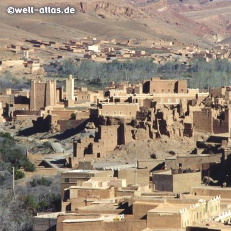 Kasbah, lehmfarbene Burgen in Morocco