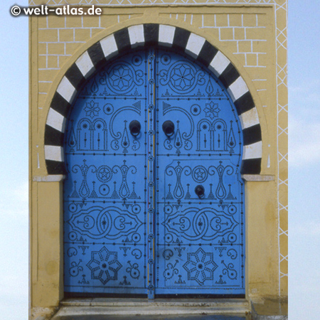 Blaue Tür im Künstlerdorf Sidi Bou Said.Ganzer Ort unter Denkmalschutz