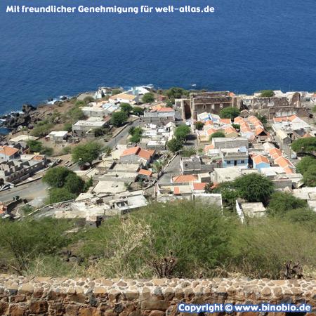 Blick vom Fort Sao Filipe auf Cidade Velha, die alte Hauptstadt der Kapverden auf der Insel Santiago, UNESCO-Weltkulturerbe – Fotos: Reisebericht Kapverden, kapverden.binobio.de