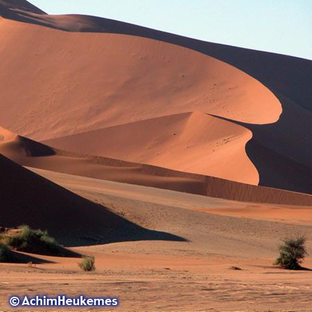 Die Dünen von Sossusvlei gehören zu den höchsten Dünen der Welt, Höhe bis ca. 300m. Photo des Extremsportler Achim Heukemes