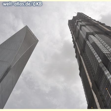 Zwei Wolkenkratzer in Pudong - Shanghai World Financial Center (SWFC) und Jin Mao Tower,  China, Asien