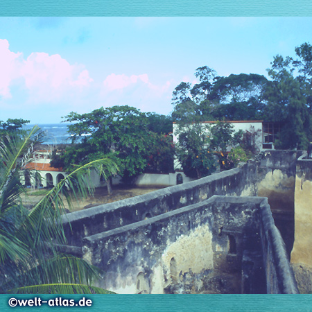 auf den Mauern der Festung Fort Jesus, Mombasa, von den Portugiesen erbaut, UNESCO-Welterbe
