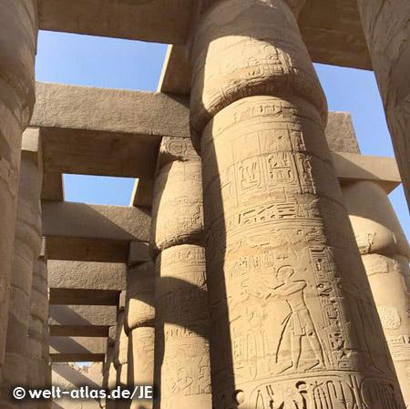 Hypostyl Säulenhalle im Amun Re Tempel
