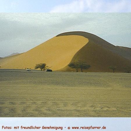 Die Dünen von Sossusvlei gehören zu den höchsten Dünen der Welt. Foto:© www.reisepfarrer.de