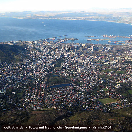 View over Cape Town from Table Mountain to Harbour Foto: ©mika2404
