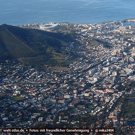 View over Cape Town from Table Mountain to Signal Hill and Green Point Stadium, Foto: ©mika2404