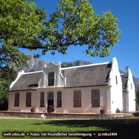 Weingut Boschendal mit Kapholländischer Architektur in Stellenbosch, Südafrika Foto: ©mika2404